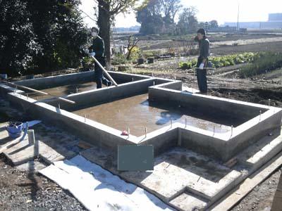 べた基礎が完成し土台敷きが始まります.
