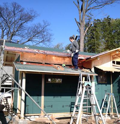 屋根の軒先から葺き上げる