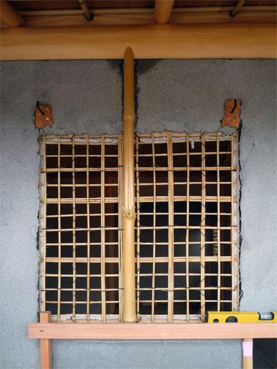 外壁側からみた下地窓の竹小舞。