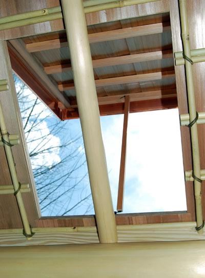 指し掛け天井に設けた突上窓。